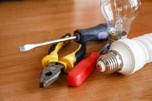 工事担任者より電気工事士の方が圧倒的に求人が多い【電気は強い】